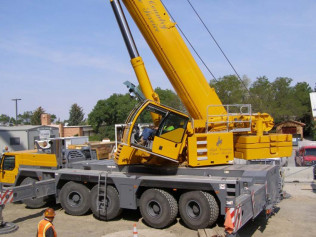 Roof Top Air Units with our Liebherr 1220.5-2 (265 Ton)